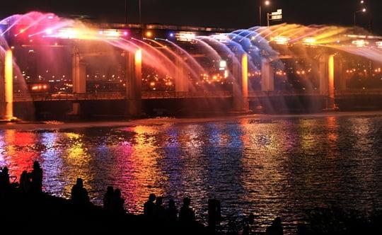Мост-фонтан Лунная радуга