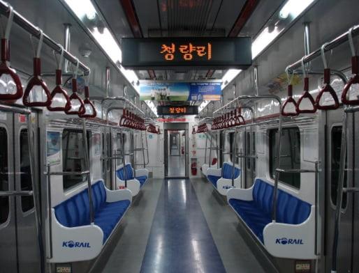 Вагон сеульского метро