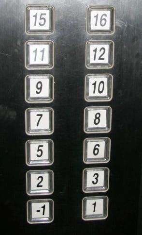 четвертый этаж в лифте