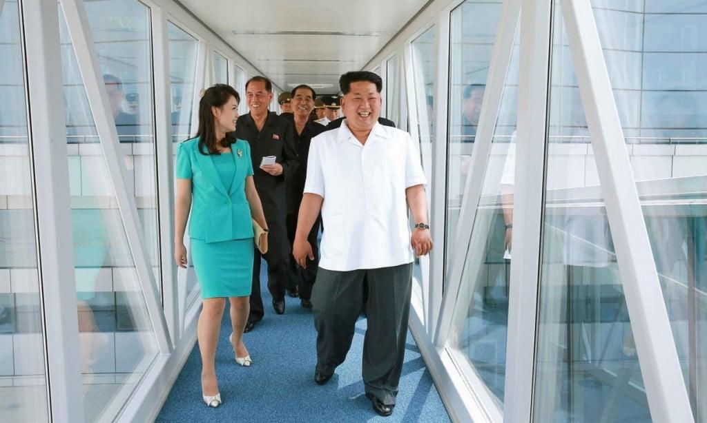 Ким Чен Ын с супругой посетили новый терминал аэропорта в Пхеньяне