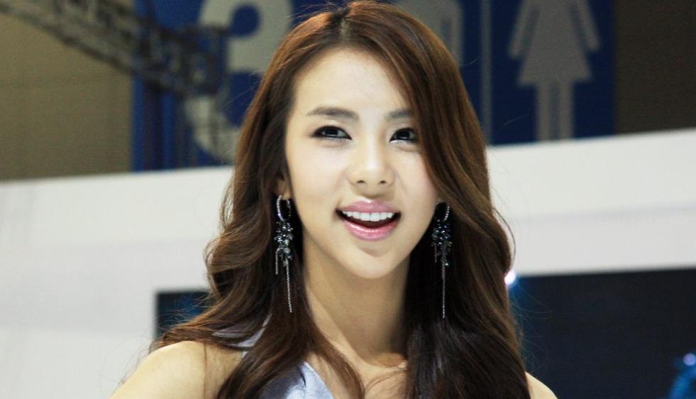 Корейцы следят за железной своей улыбки