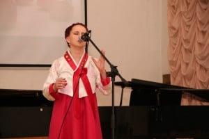 Людмила поет на корейском
