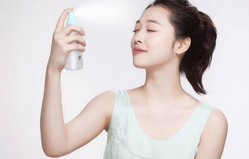Мист спрей помогает кореянкам сохранить макияж даже в жару