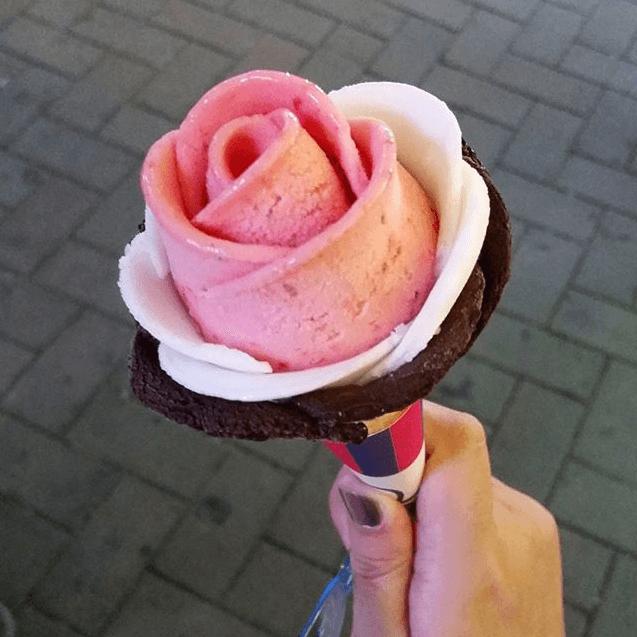 Мороженое в форме розы в Сеуле