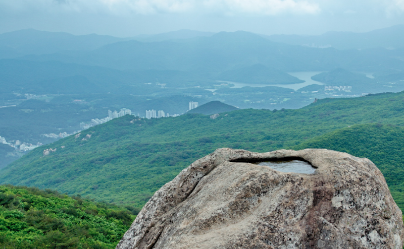 Удивительный источник воды на горе Кымчжонсан в Южной Корее