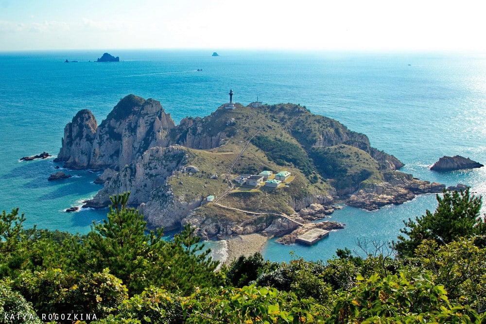 Маяк на острове Сомэмуль в Корее